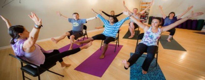 exercice-physique-3-minutes-de-yoga-assis
