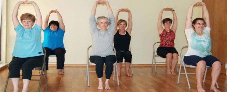 exercice-physique-yoga-sur-chaise